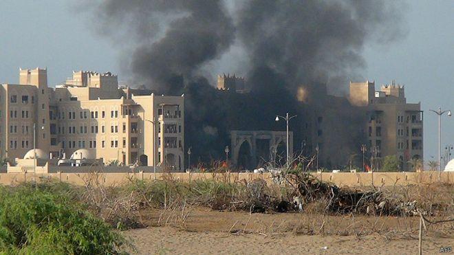 151006141903_yemen_aden_government_headquarter_attack_640x360_afp