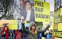 """زوجة المدون السعودي رائف بدوي تناشد الملك سلمان """"إظهار الرحمة والعفو عنه"""""""