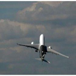 شاهد بالفيديو لإقلاع طائرة بطريقة غريبة