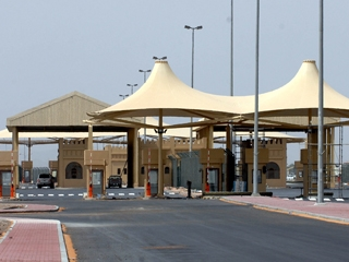 سفارتنا في أبوظبي: عودة الحركة في منفذي خطم الشكلة والمضيف