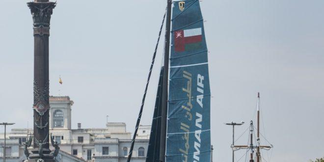 فريق قارب الطيران العُمانية يصعد الى قمة الترتيب  في سلسلة الإكستريم الشراعية ببرشلونة