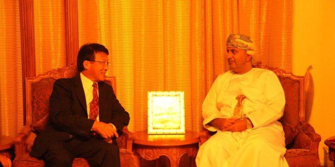 وزير التجارة والصناعة يتسلم خطابا من وزير الاقتصاد والتجارة الياباني