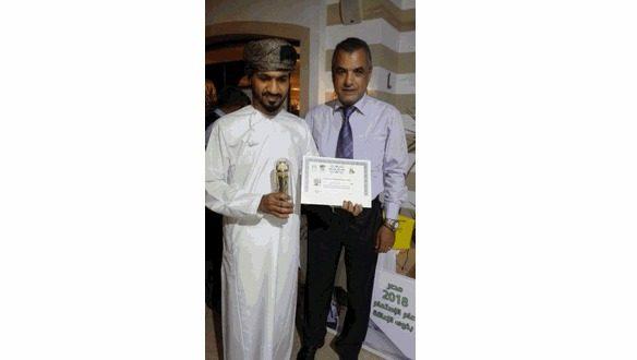 عماني يحصل على جائزة أفضل ممثل مسرحي على مستوى الوطن العربي