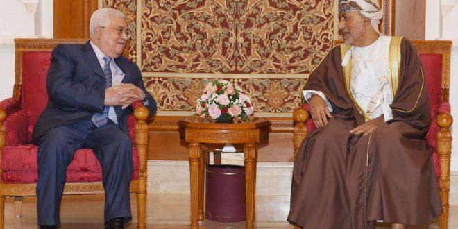 محمود عباس يصل إلى السلطنة ويلتقي خلالها بجلالة السلطان قابوس
