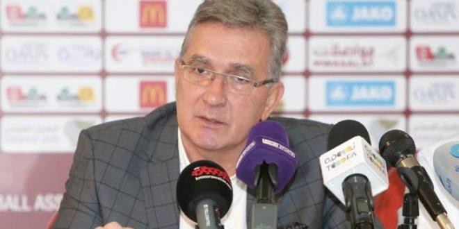 مدرب منتخبنا الوطني الأول يُعلن عن تخفيض راتبه لمدة شهرين