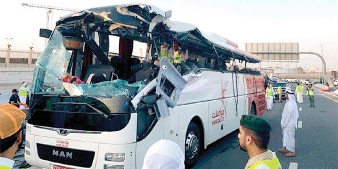 حادث حافلة مواصلات في دبي وقع بسبب عيوب الطريق